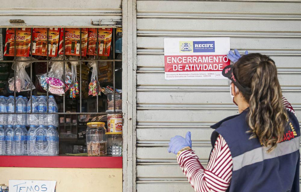Prefeitura do Recife notifica bares que descumprem normas da quarentena
