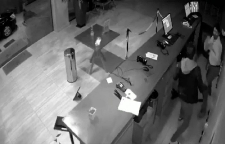 Vídeo: Homem se recusa a aferir temperatura e agride atendente de hotel