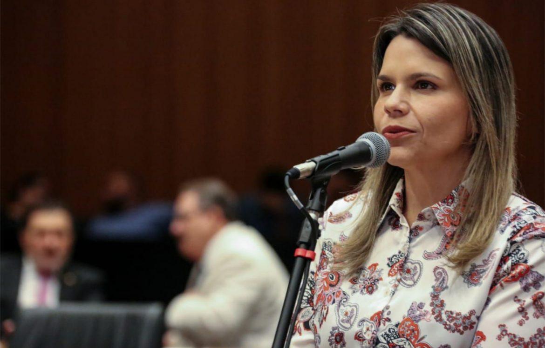 Clarissa Tércio cobra liberação de crianças e idosos nas igrejas