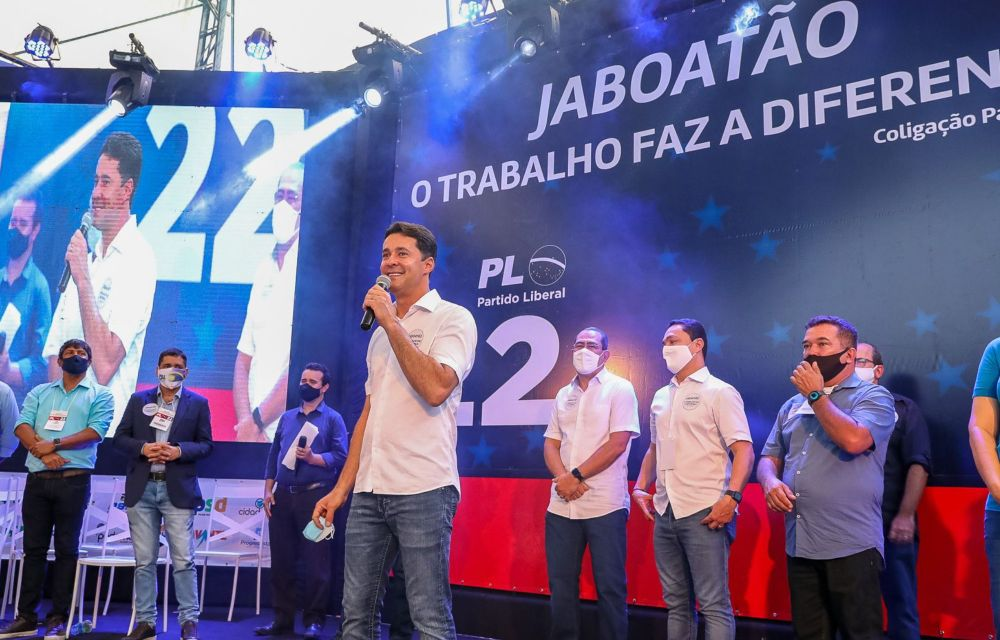Candidatura à reeleição de Anderson Ferreira é homologada pela maior coligação do Estado