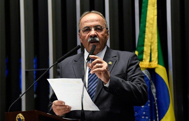Bolsonaro dispensa vice-líder pego com R$ 30 mil na cueca