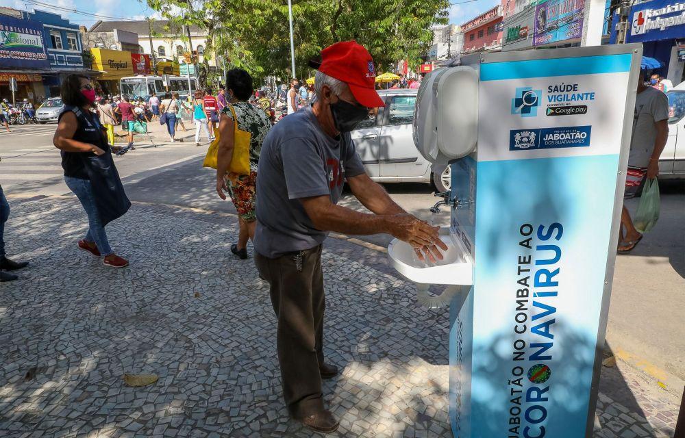 Prefeitura do Jaboatão leva estruturas de sanitização para áreas movimentadas do município