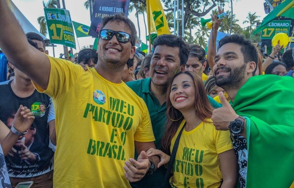 Mendonça recebe apoio de 8 movimentos de direita do Recife