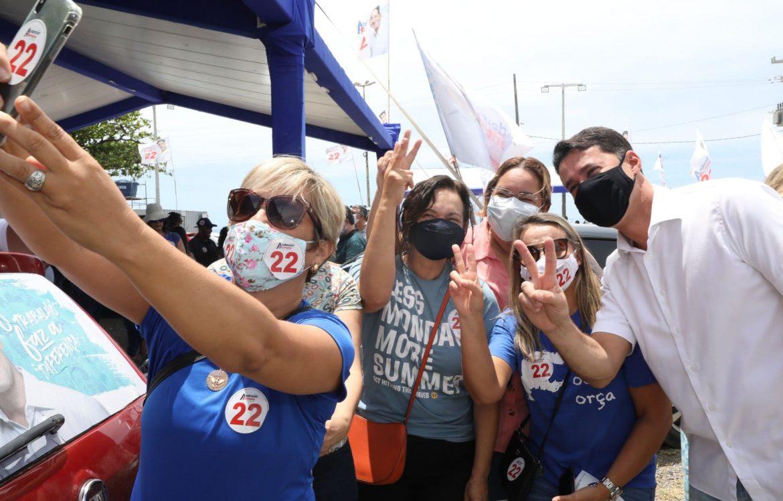 Adesivaço em Piedade marca sábado de campanha de Anderson Ferreira no Jaboatão