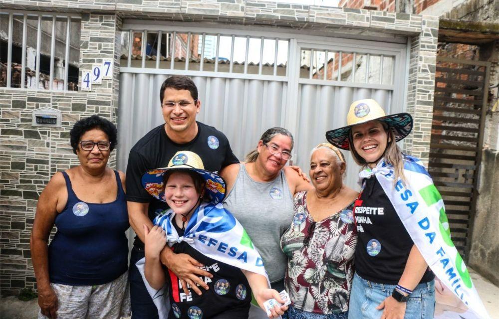 Na comunidade do Bode, Pastor Júnior Tércio defende a família e escuta moradores da localidade