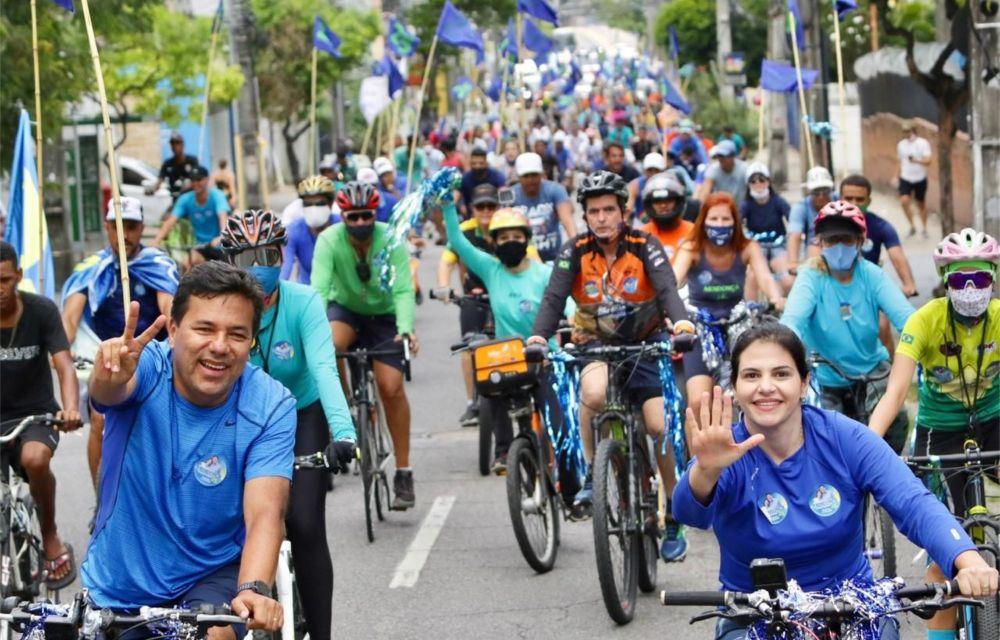 Mendonça e Priscila lideram grande bicicleata pelas ruas do Recife