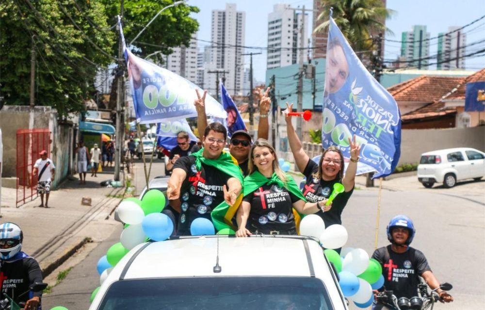 Carreata do Pastor Júnior Tércio reúne centenas de carros na Zona Norte do Recife