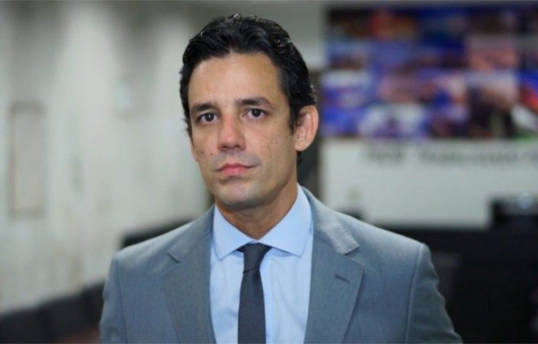 Daniel Coelho ataca Mendonça, Feitosa e Charbel no Twitter