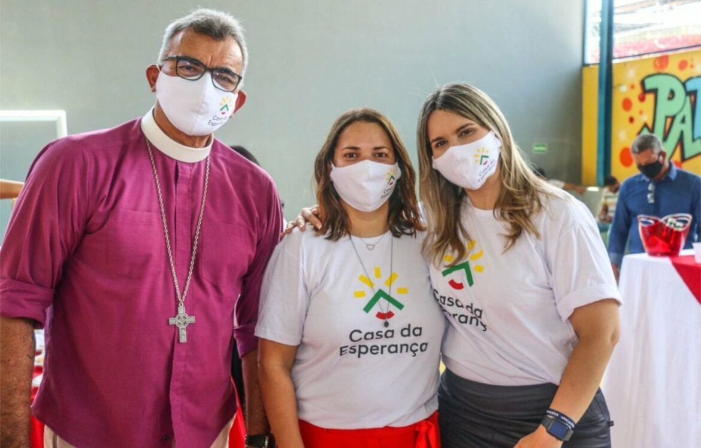Clarissa Tércio participa da solenidade de reabertura da Casa da Esperança