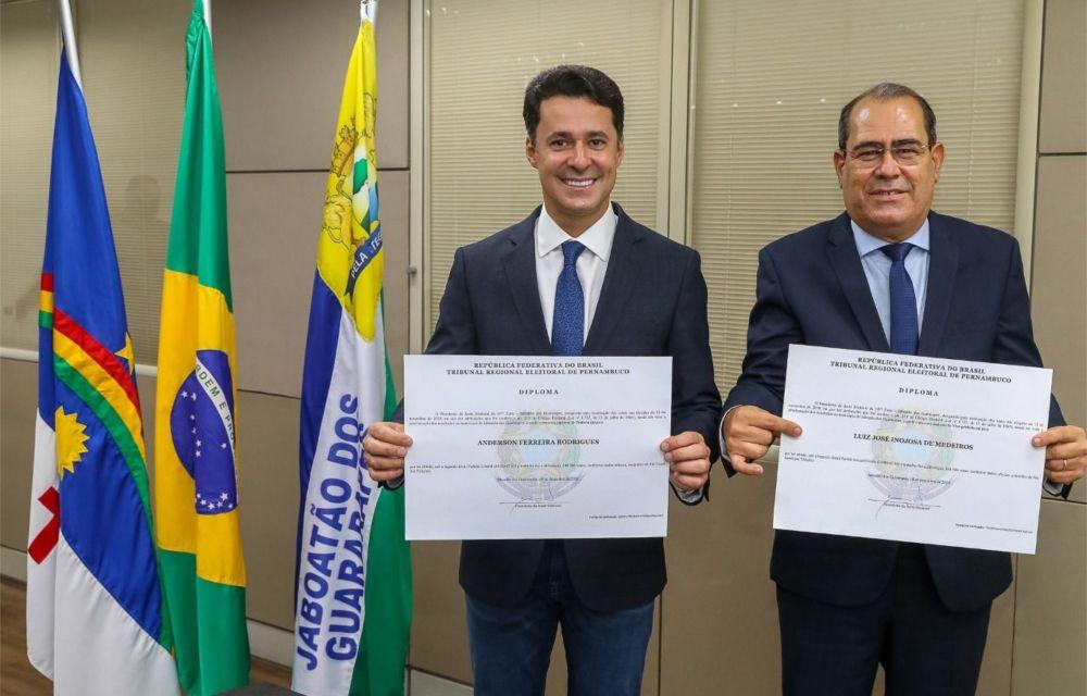 """""""O trabalho continuará fazendo a diferença"""", diz Anderson Ferreira, ao ser diplomado"""