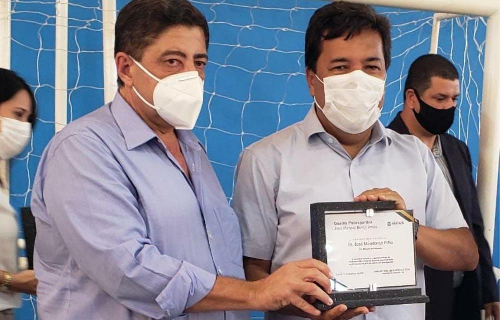 Mendonça Filho participa, em Gravatá, de entrega de quadra poliesportiva garantida quando ministro da Educação