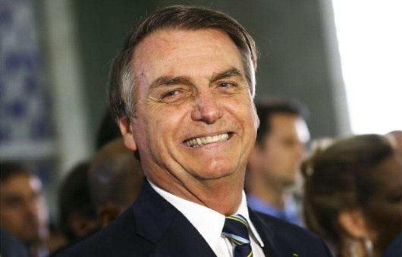 Bolsonaro lidera todos os cenários na eleição para Presidente em 2022, aponta pesquisa