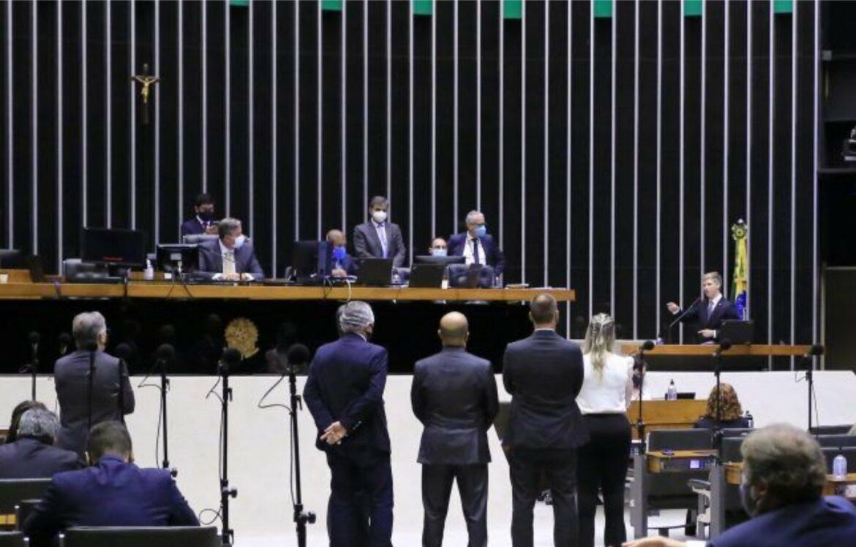 Câmara dos Deputados se curva ao STF e inviolabilidade do mandato vira letra morta