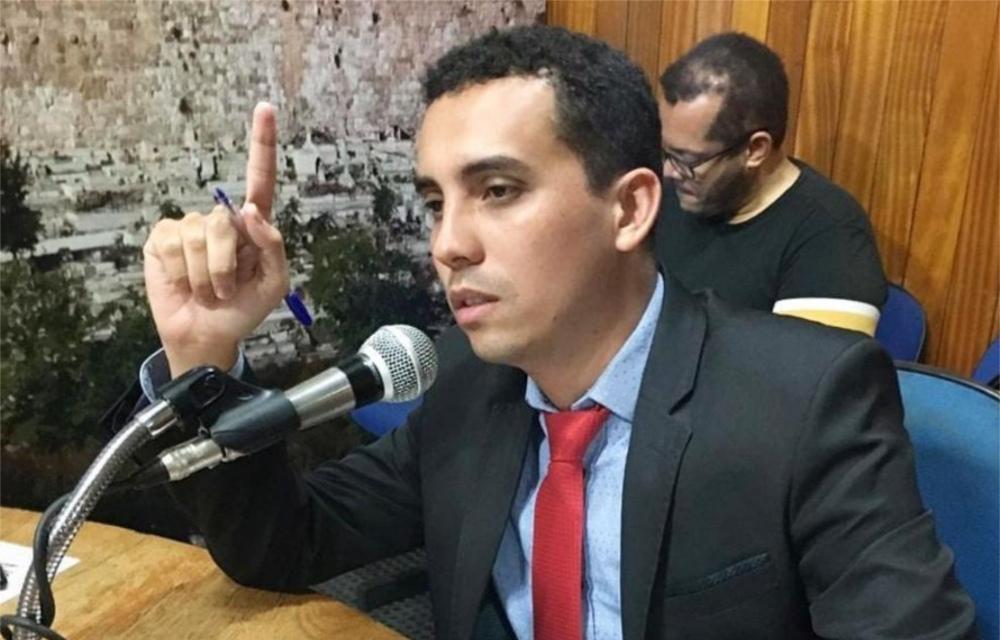 Advogado criminalista emite nota repudiando prisão de Daniel Silveira