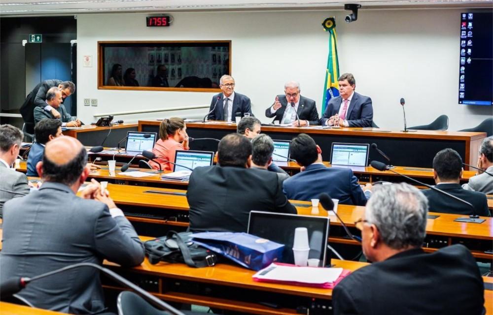 Bancada de Pernambuco no Congresso discute emendas para o estado