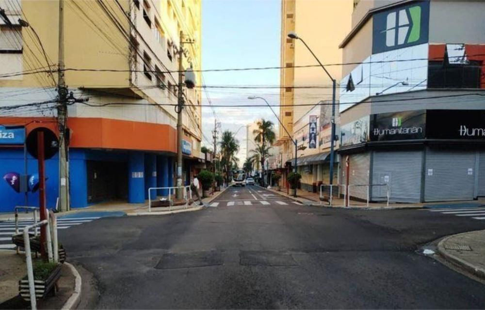 Governos estaduais adotam restrições e toques de recolher em todo o Brasil