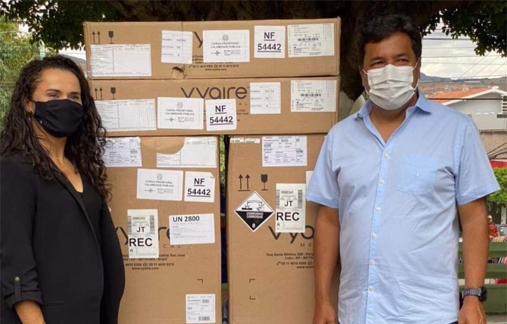 Lucielle e Mendonça entregam novos respiradores em Bezerros