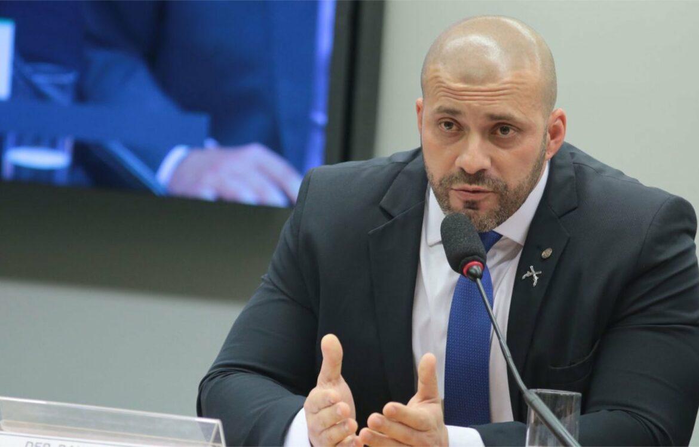 Alexandre de Moraes determina prisão domiciliar para Daniel Silveira