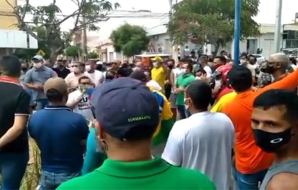 Primeiro dia de quarentena é marcado por protestos em Pernambuco
