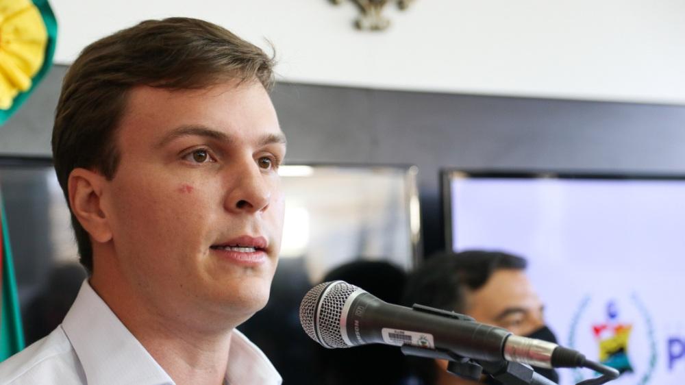 """Miguel Coelho: """"Governo do estado está sentado em mais de R$ 1.9 bilhão em caixa"""""""