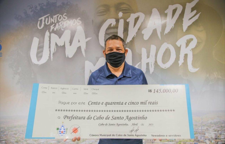 Prefeitura do Cabo recebe doação de R$145 mil da Câmara de Vereadores para compra de cestas básicas