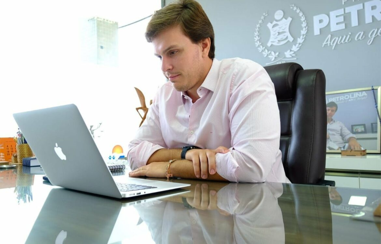 Miguel Coelho e prefeita de Bezerros debatem educação e gestão pública