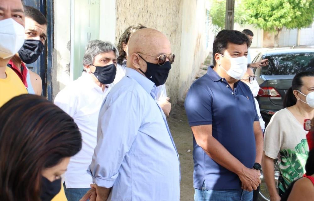 Gilvandro Estrela e Mendonça Filho acompanham vacinação na zona rural de Belo Jardim