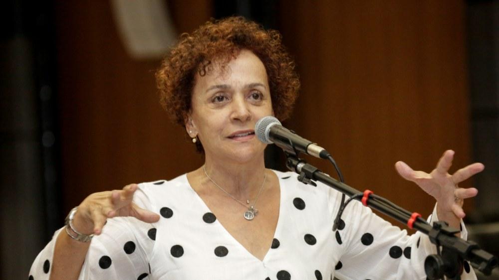 Deputada de Caruaru, Laura Gomes, diz que gestão de Bolsonaro é criminosa