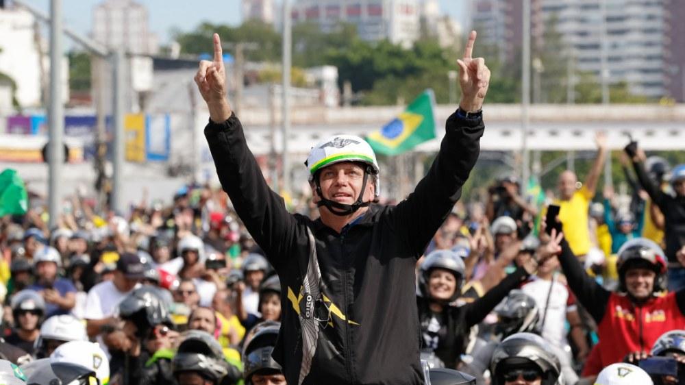 Bolsonaro volta a testar sua força nas ruas do Rio de Janeiro