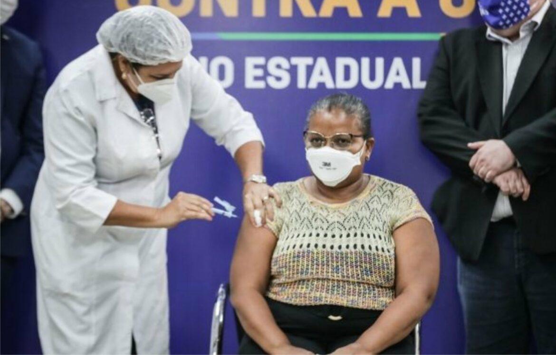 Recife inicia vacinação de pessoas com comorbidades