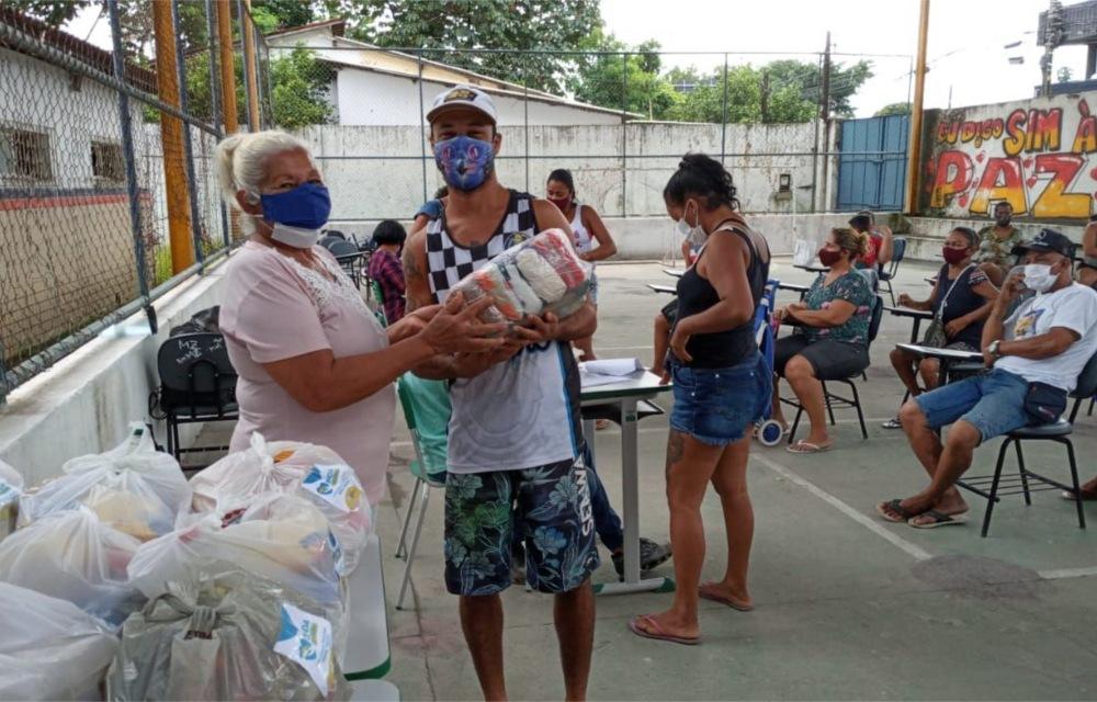 138 famílias recebem cestas básicas da campanha Olinda Solidária