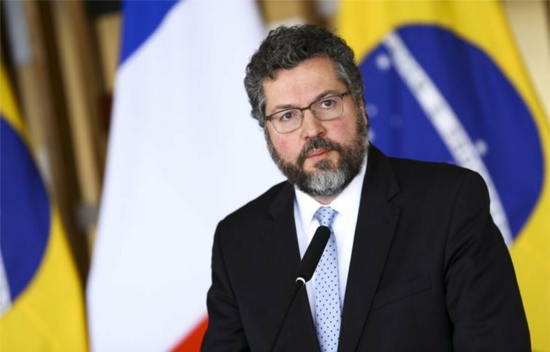 Ernesto Araújo cobra que Governo Bolsonaro volte a combater o sistema
