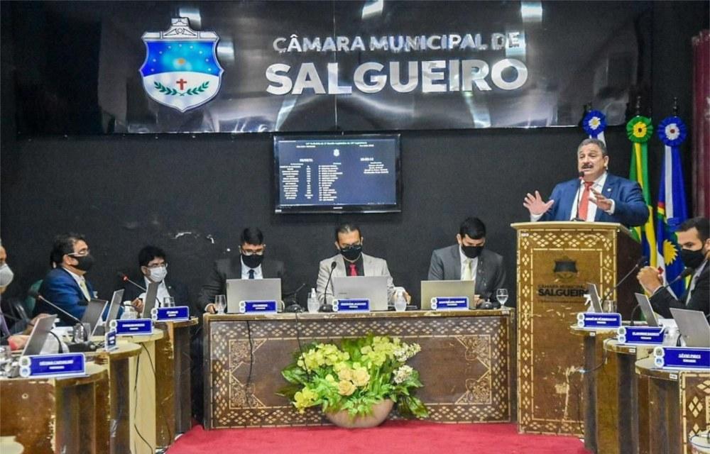 Eriberto Medeiros lança escola de líderes em Salgueiro