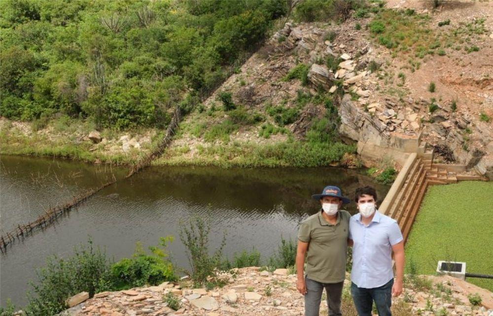 Antonio Coelho visita obras hídricas em Santa Maria da Boa Vista