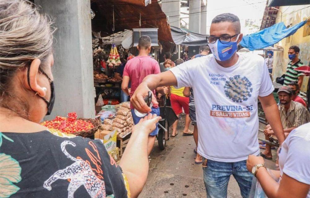 Prefeitura do Cabo entrega de mais de 2 mil máscaras no Mercadão