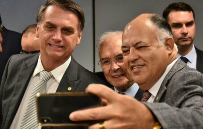 Filiação de Bolsonaro ao Patriota reforçaria o Pastor Eurico em Pernambuco