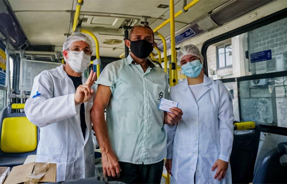 Em Olinda, 575 motoristas e cobradores foram imunizados no Expresso Vacina