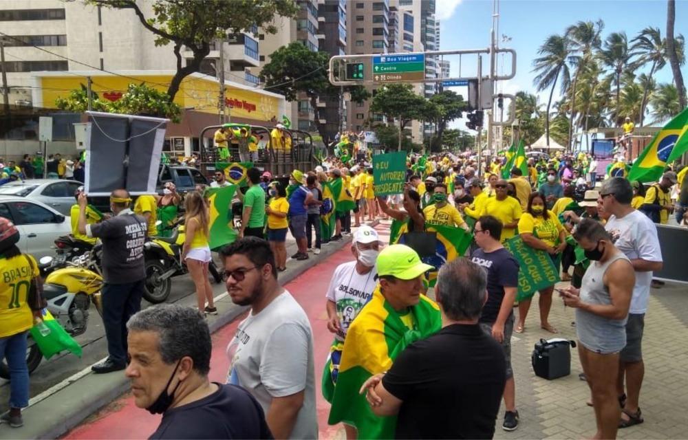 Carreatas em apoio a Bolsonaro tomam as ruas do Recife e do Brasil