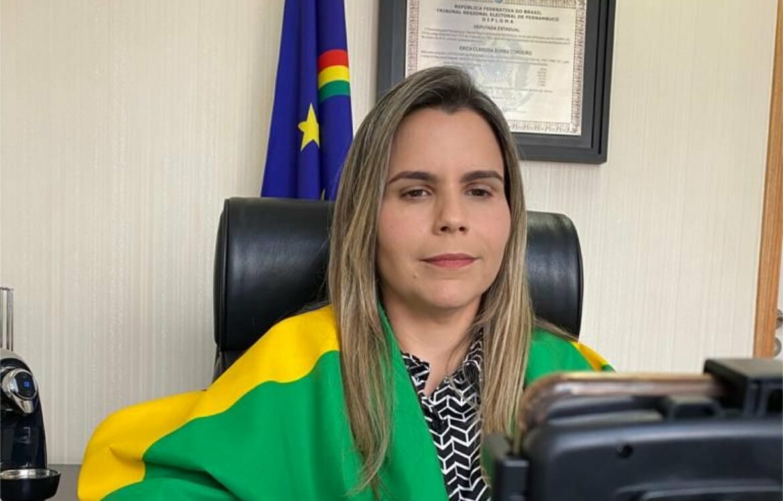 Com bandeira do Brasil, Clarissa Tércio repercute carreata e força de Bolsonaro