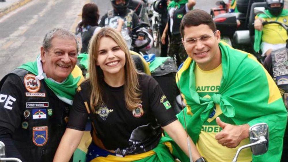 Clarissa Tércio se destaca na motociata em apoio a Bolsonaro no Recife