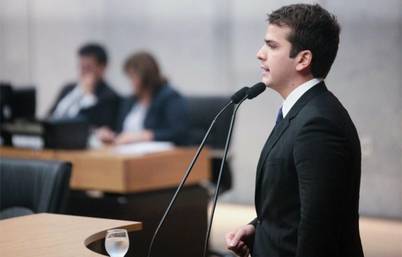 Antonio Coelho critica hipocrisia de João Campos em reforma previdenciária no Recife