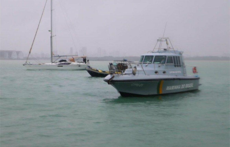 PF e Marinha apreendem veleiro com haxixe na costa de Pernambuco