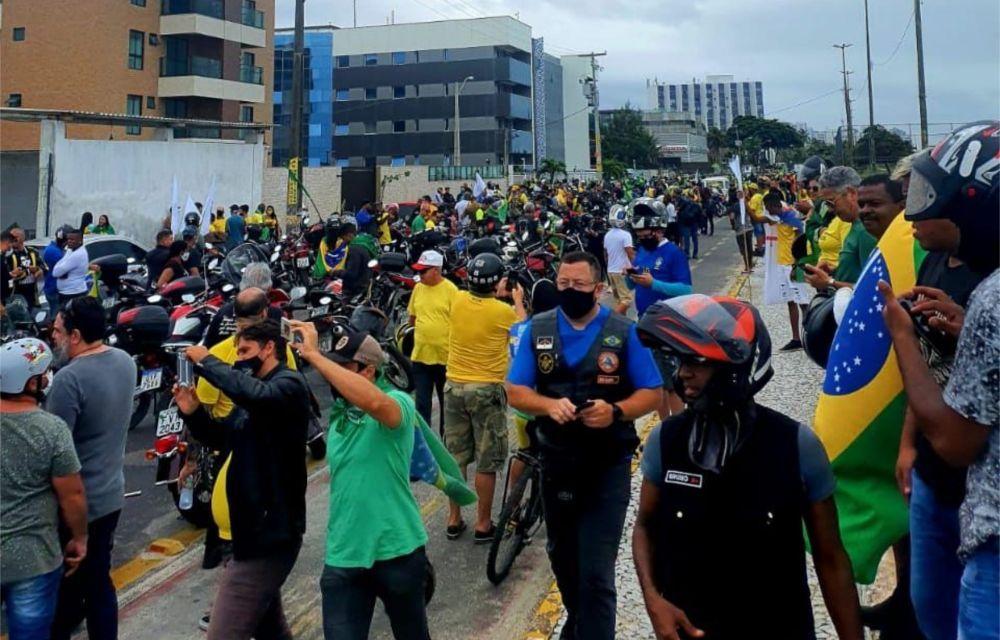 Motociclistas fazem ato independente em apoio a Bolsonaro no Recife