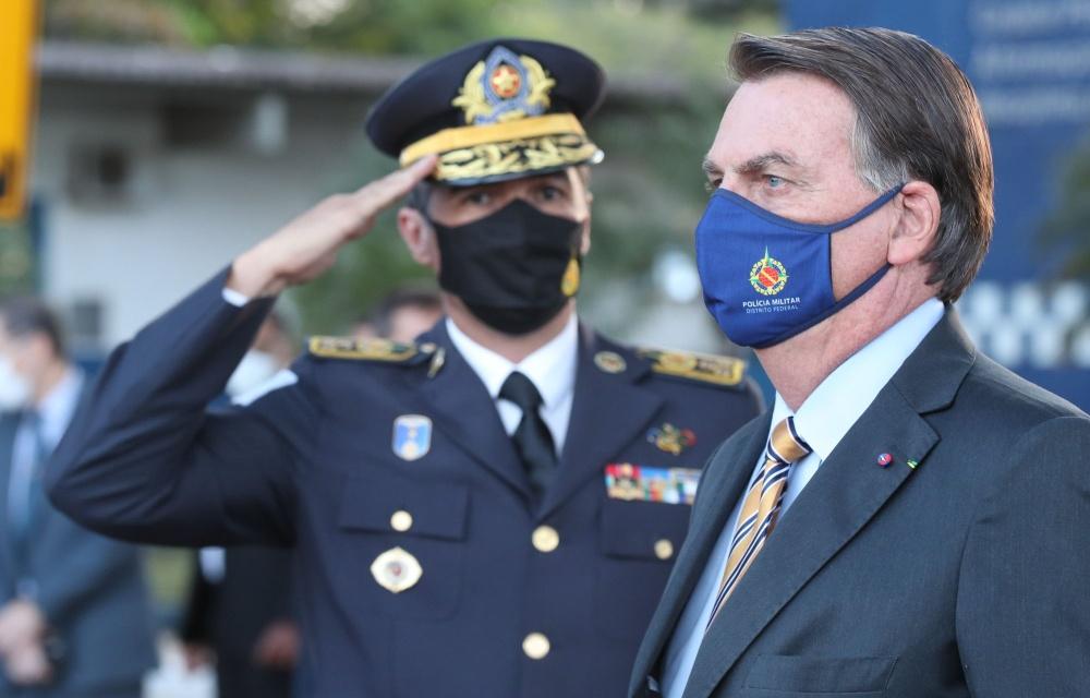 """Governo """"joga dentro das quatro linhas"""" da Constituição, diz Bolsonaro"""