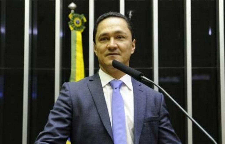 Senado aprova projeto de André Ferreira que reduz a conta de luz