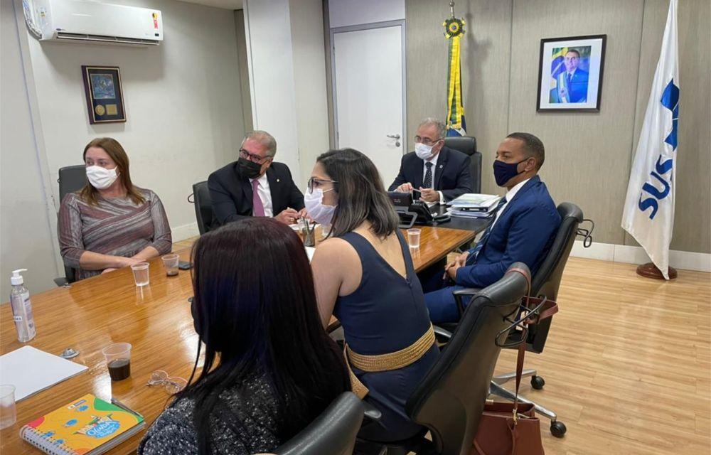 Queiroga diz a Augusto Coutinho e Lupércio que maiores de 18 anos serão vacinados até setembro