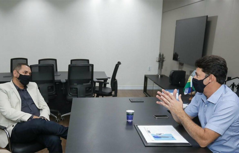 Anderson Ferreira troca experiências com prefeito de Serrita