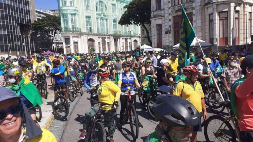 Recifenses fizeram primeira bicicletada do Brasil em apoio a Bolsonaro