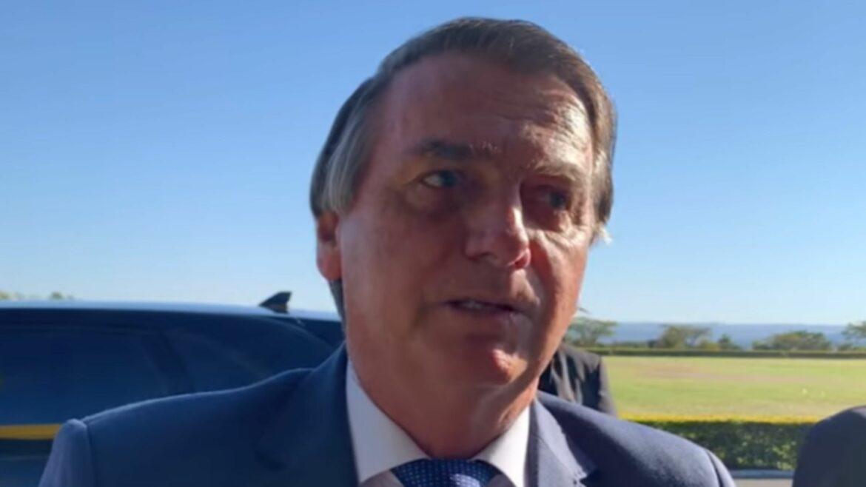 Bolsonaro volta à ativa atirando: critica o Fundão e as urnas eletrônicas