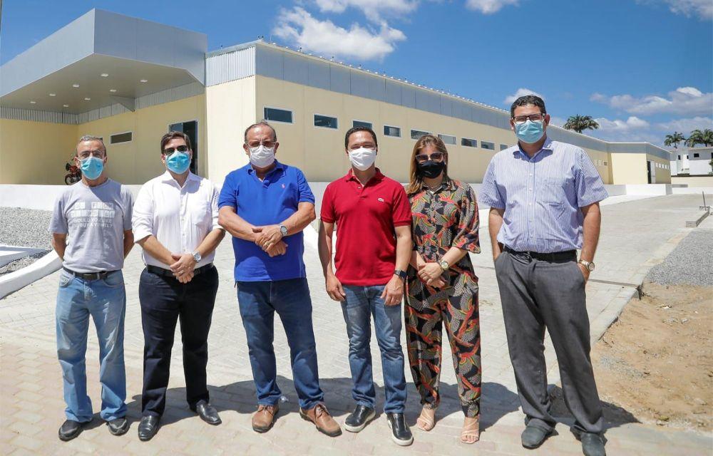 Com Romero Leal, André Ferreira destaca a grandiosidade do novo hospital de Vertentes